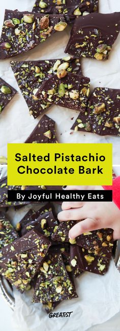 Salted Pistachio Chocolate Bark #edible #gifts http://greatist.com/eat/diy-holiday-gifts-to-give-when-you-are-broke