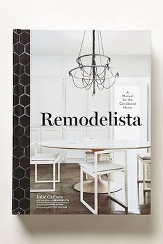 Popular blog site Remodelista.com has become the voice of authority for home design enthusiasts, thanks to a classic aesthetic that seamlessly blends high and low style. In this gorgeous volume, blog contributors show readers how to create easy DIY projects, as well as offering a guide to the best everyday household objects.