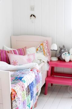 Gorgeous patchwork and a Lisbeth Dahl Lampe that i have been lusting after! Gorgeous patchwork and a Lisbeth Dahl Lampe that i have been lusting after! Guest Bedrooms, Girls Bedroom, Bedroom Decor, Baby Decor, Kids Decor, Room Paint Colors, Happy House, Little Girl Rooms, Kid Spaces