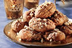 Melomakarona me mpira Holiday Desserts, Holiday Baking, Christmas Baking, Holiday Recipes, Greek Christmas, Christmas Decor, Greek Sweets, Greek Desserts, Greek Recipes