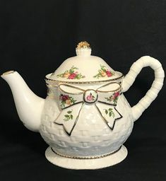 Fantastic Pics Ceramics cup royal albert Style Royal Albert Old Country Roses Ceramic Basketweave Teapot Classic Flora Royal Albert, Antique China, Vintage China, Tea Cup Saucer, Tea Cups, English Teapots, Bone China Dinnerware, Rose Tea, Teapots And Cups