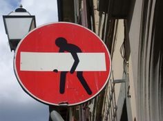 Panneau De Signalisation Humoristique Au Secours Street Art - Brilliant street artist modifies road signs giving them a whole new meaning