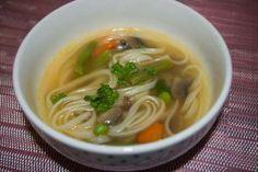 Jak připravit čínskou polévku s nudlemi a žampiony Pesto, Food And Drink, Soup, Chinese, Ethnic Recipes, Fitness, Soups, Chinese Language
