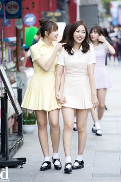 Sinrin out on a date Kpop Girl Groups, Korean Girl Groups, Kpop Girls, Bubblegum Pop, K Pop, Cheerleading Photos, Selena And Taylor, Sinb Gfriend, G Friend