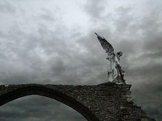 El ángel exterminador o el Ángel guardián de Josep Llimona. Comillas, Cantabria.