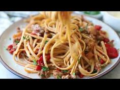 Spicy Whole Wheat Linguini with Sausage and Roasted Peppers - Skinnytaste 12 Tomatoes Recipes, Pasta Recipes, Cooking Recipes, Healthy Cooking, Healthy Recipes, Healthy Meals, Diet Recipes, Speisenkarten Designs, Spicy Sausage Pasta