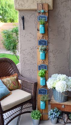 DIY Ways to Decorate Your Porch This Summer No country porch is complete without a craft that involves Mason jars, like this vertical herb garden.No country porch is complete without a craft that involves Mason jars, like this vertical herb garden. Mason Jar Herbs, Mason Jar Herb Garden, Diy Herb Garden, Herbs Garden, Herb Garden Planter, Herb Garden Pallet, Herb Planters, Succulent Gardening, Planter Ideas
