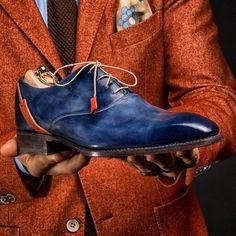 """venenare: """"Gentlemen, PABLO 🎨 by Vénénaré. A powerfull contrast for those unique pair of shoes for stylish gentlemen. Could you wear this V creation ? Blue Shoes, Men's Shoes, Shoe Boots, Dress Shoes, Shoes Men, Mode Masculine, Leather Men, Leather Shoes, Gentleman Shoes"""