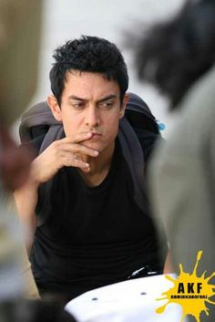 Aamir Khan - the Bollywood super-star who has taken on an admirable image of a matured celebrity with a 'welfare' mind. Dangal Movie Download, Famous Indian Actors, Sr K, Bollywood Stars, Indian Bollywood, Actors Images, Famous Singers, Movie List, Girls Life