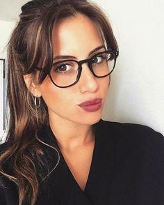 @dalilatrovisi wears L.A. Coen Make Beauty, Girls With Glasses, Oliver Peoples, Eye Glasses, Specs, Eyewear, Beautiful Women, Fan, Sunglasses