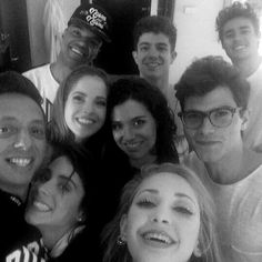 yosergiomejia: Officially finished with Violetta. Disney Channel Shows, Disney Shows, Netflix Kids, Tv Shows, It Cast, Singer, Couple Photos, Pictures, Characters