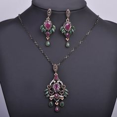 Vintage Wing Shape Pendant Necklace Earring Set Dangle Earring Choker Anti Gold Plated Acrylic Rhinestone Jewelry Sets For Women  #rings #jewellery #bridal #jewelrysets #chain #designerdivajewelry #pendants #weddingjewelry #earrings #jewelry