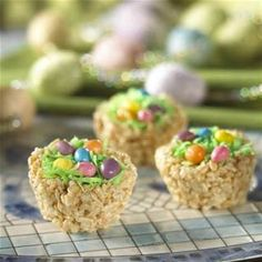 Easter nests are simply Rice Krispies treats molded into the shape of birds' nests using a muffin tin. The treats are then topped with coconut, jelly beans and/or chocolate Easter eggs. Make these treats with the kids, and serve at your Easter egg hunt. Rice Krispy Treats Recipe, Rice Krispie Treats, Rice Krispy Nests, Cereal Treats, Rice Krispies, Cocoa Krispies, Easter Recipes, Dessert Recipes, Easter Desserts