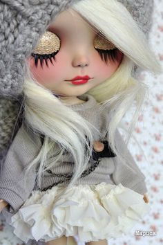 Custom Sunshine Holiday for Yurlino. I think that almost white wavy hair makes her look sexy, don't you? n_n   .........................