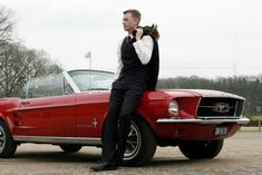 Mooie Rode Ford mustang cabrio huren? dat kan bij ons en dan kunt u hem ook nog zelf rijden. Kijk voor meer info op onze site!