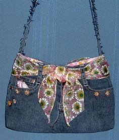 Jeans purses!! Very much like mine except that mine is smaller and the strap is made from the shawl that acts as the belt.