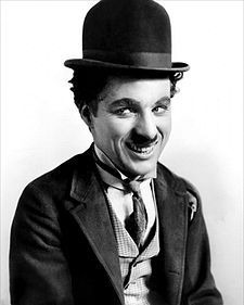 Today is the birthday of legendary silent film star Charlie Chaplin, who is arguably the most famous and recognizable film star in cinema history. Most of us remember Charlie Chaplin as his famous sil Vevey, Charles Spencer Chaplin, Louise Brooks, Silent Film, Silent Comedy, Silent Night, Film Director, Historical Photos, Historical Dress