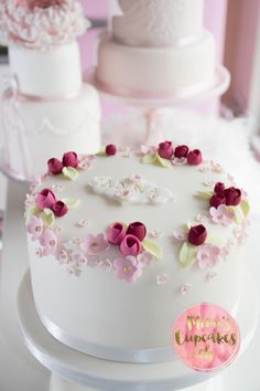 Cupcakes Workshops I Cupcakes Kurs I Tortenkurse I Mimis Cupcakes Birthday Cake Roses, Elegant Birthday Cakes, Pretty Birthday Cakes, Happy Birthday Cakes, Pretty Cakes, Cute Cakes, Beautiful Cakes, Creative Cake Decorating, Cake Decorating Videos