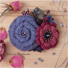 """Купить Брошь """"Чернично-малиновый джем"""" - синяя брошь, бордовая брошь, черничный, текстильная брошь"""
