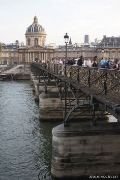 Institut de France and Pont des Arts pedestrian bridge, Paris
