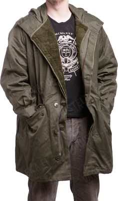 The S300 is just like most other European cold war era field parkas. It's roomy, warm and doesn't look too military, which might be a nice bonus to some people. Once again proper army vintage for a very reasonable price!