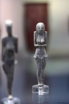 Egyptian bone or ivory figurine. Predynastic Naqada I; 6000 YEARS OLD. Ancient Egyptian Art, Ancient Aliens, Ancient History, Ancient Artefacts, Ancient Civilizations, Obelisk, Art Rupestre, Egypt Art, Historical Artifacts