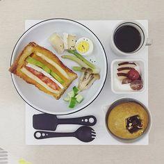 . goooooood morning friiiiiiiiiday :-D))) . #goodmorning #morning #breakfast #yummy #goodfood #instafood #onthetable  #homemade #foodie #foodstagram #igfood #foodphotography #foodphoto #yum #S_S_iloveBreakfast #朝食 #早餐 #goodmorning #早安 #おはようございます #cooking #baking #烘培  #sandwich #三明治 #サンドイッチ #酪梨起士南瓜起士蕃茄起士法吐三明治 #フレンチトースト #法吐 #frenchtoast #frenchtoastsandwich