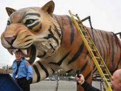 Giant Fiberglass Statues | Giant Fiberglass Tiger Statues Get a Makeover