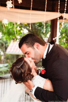 <3 Love is in the air #boda #kiss