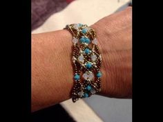 Sleek Bracelet Tutorial Material List Bicones of one color and of another color) and seed beads Beaded Bracelets Tutorial, Beaded Bracelet Patterns, Earring Tutorial, Jewelry Patterns, Handmade Bracelets, Jewelry Bracelets, Earrings Handmade, Seed Bead Necklace, Seed Beads