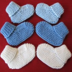 Cozy Baby Booties knitting pattern by NewHeritageKnits on Etsy