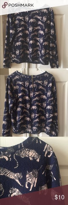 H&M sweater tiger graphics Very cute! Size SMALL. Gold zipper on back ( see second picture) ⭐️ I had a hard time not keeping it for myself! It has a relaxed fit that hits right at the hip ( I'm 5'2) ⭐️busty girl friendly 😉 H&M Sweaters Crew & Scoop Necks