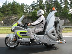Goldwing Retriever is a Swedish tow bike. Goldwing - Interesting - Check out: Goldwing Retriever on Barnorama Concept Motorcycles, Honda Motorcycles, Custom Motorcycles, Goldwing Trike, Vw Trike, Bike Bmw, Scooter Custom, Cycle Ride, Cafe Racer Bikes
