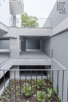 Travessa do Carmo - projeto desenvolvido pelos arquitetos Letícia Zanesco e Italo Galeazzi. Conjunto Residencial formado por duas torres, localizado no bairro Cidade Baixa, em Porto Alegre, RS.  Crédito das imagens Daniel Sasso