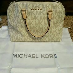 Michael kors handbag This purse is in like new condition there is a little dirt on the handle I'm sure can be easily wiped down. Michael kors  Bags Shoulder Bags