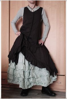 Ewa I Walla : robe asymétrique noire, top manches longues jade & Jupon (A VENDRE ICI : http://cgi.ebay.fr/ws/eBayISAPI.dll?ViewItem&item=291130899569&ssPageName=STRK:MESELX:IT&_trksid=p3984.m1555.l2649) en soie jade...