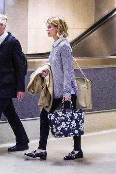 Kate Mara. A floral-print, zip-top Ralph Lauren tote lends a playful touch to Mara's airport style.