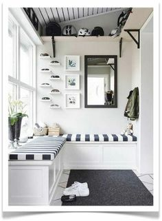 What is the real definition of a mudroom? Also get inspired by smart ideas to build your own mudroom in your house! A brief definition A mudroom is defined as a home's casual secondary entrance and a Sunroom Decorating, Hallway Decorating, Decorating Ideas, Interior Decorating, Small Sunroom, Style Salon, Transitional House, Apartment Therapy, Room Inspiration