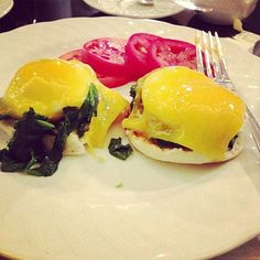 Bethenny Frankel substitutes ham for spinach for a healthier eggs Benedict http://www.people.com/people/package/gallery/0,,20332412_20656334,00.html#21247443
