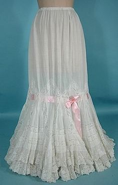 FANCY Slightly Trained Petticoat of Off-White Fine Cotton and Lace. The skirt is actually tree layers of lace at the hemline. 1900s Fashion, Edwardian Fashion, Vintage Fashion, Vintage Underwear, Vintage Lingerie, Vintage Dresses, Vintage Outfits, Vintage Hats, Floral Dresses