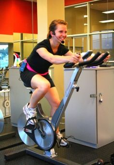 Spin Class Routine: Strength and Speed Pyramid with Playlist Bicycle Workout, Cycling Workout, Wellness Fitness, Fitness Tips, Group Fitness, Fit Board Workouts, Gym Workouts, Spin Class Routine, Duathlon Training