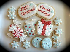 LOVE these decorated Christmas cookies in red & aqua...my favorite color combo!