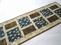 Quilted Table Runner with Birds in Natue – Patchwork Mountain