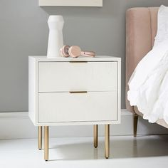 White Nightstand, White Bedside Tables, Side Tables Bedroom, Modern Bedside Table, Nightstand Ideas, Unique Nightstands, Small Nightstand, Teen Bedding, Pottery Barn Teen