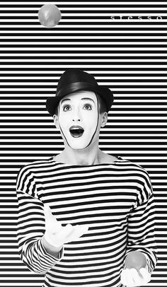 classic stripes of the mime Halloween Costumes For Teens Girls, Cool Halloween Costumes, Costumes Kids, Black N White, Black And White Pictures, Art Du Cirque, Contrast Photography, Artistic Photography, Pierrot Clown