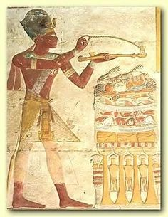 """Es el incienso más conocido asociado al Antiguo Egipto es el Kyphi.  Ingredientes:  * 3 partes de miel * 1 parte de copal * 1 parte de raíz de Florencia * 1 parte de estoraque * 2 partes de canela * Benjuí en polvo (lo suficiente para """"empanar"""" las pastillas que preparemos) * 3 pasas de uva * 1 parte de mirra * 4 partes de sándalo * 2 partes de incienso * Vino tinto (lo suficiente para humedecer la mezcla y poder amasar las pastillas)"""
