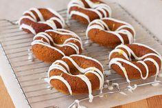 Glutenfreie Donuts mit Apfelmus. Etwas aufwendig aber lohnenswert! Hier geht`s zum Rezept: http://eatsmarter.de/rezepte/donuts-glutenfrei