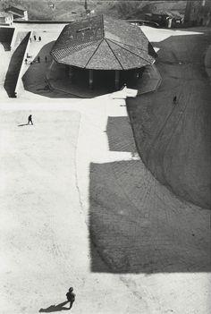 last-picture-show:  Henri Cartier-Bresson, Sienna, Italy, 1933