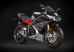 Triumph Daytona 675R 2015 digging the blac and red.. mmm.