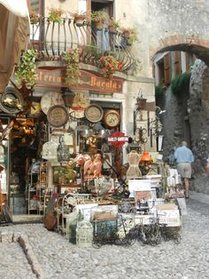 ~Lovely shop in Malcesine~Malcesine is a comune on the eastern shore of Lake Garda in the Province of Verona in the Italian region Veneto